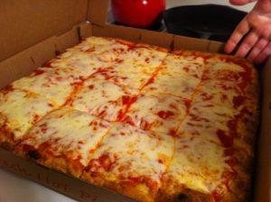 Sicilská pizza z pizzerie
